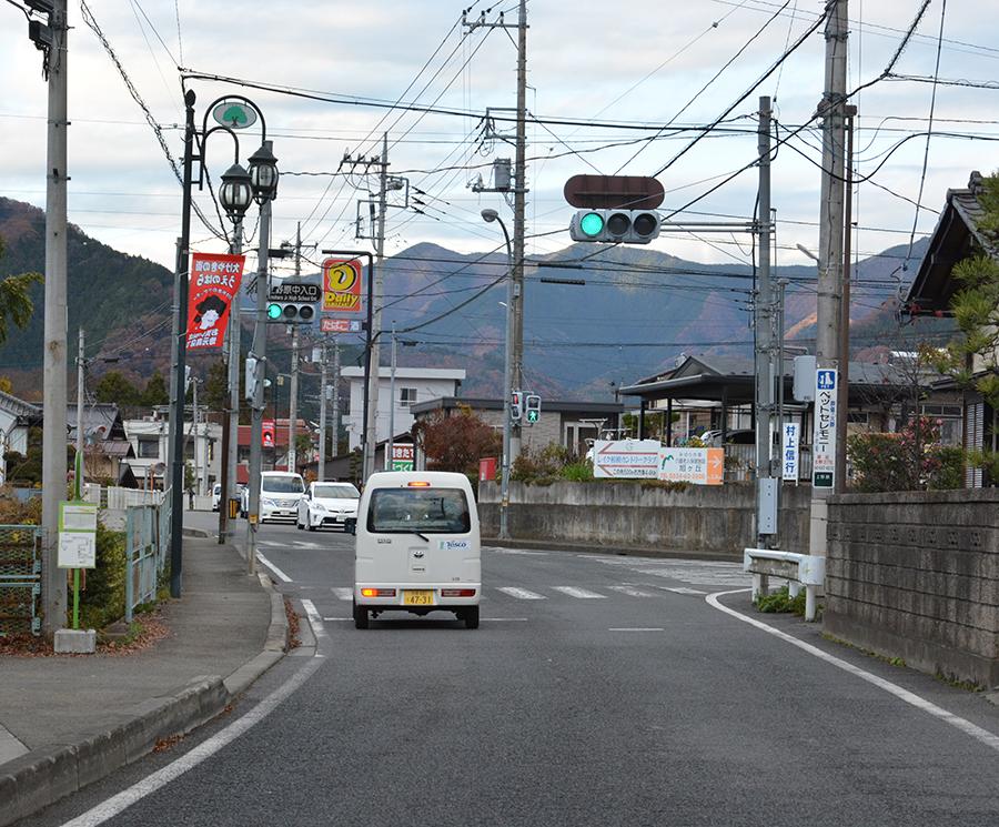 上野原警察署 上野原市役所前 信号左折↰